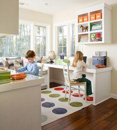 Psací stůl v dětském či studentském pokoji