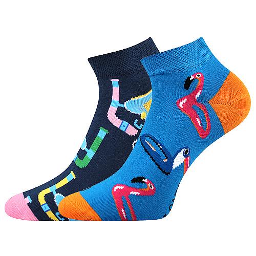 Konec černým a bílým ponožkám! Oblečete se do barev, oblečete si vtipné ponožky